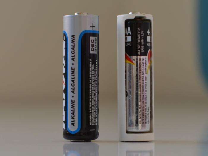Tethercell und eine herkömmliche Batterie