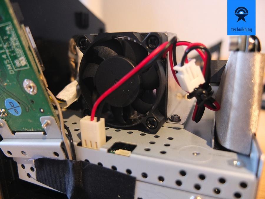 Der Scythe Kaze kann mit dem beiligenden 3pol-Adapter einfach angeschlossen werden