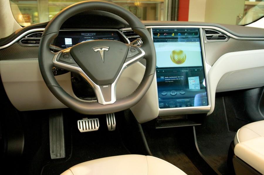 Tesla Model S Performance - Ein moderner Innenraum, passend zum modernen Antrieb