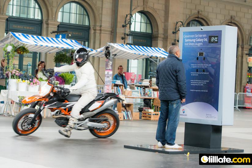 Galaxy S4 Aktion am HB Zürich - Bild von tillate.com