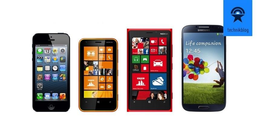 Grössenvergleich: iPhone 5, Nokia Lumia 620, Lumia 920 und Galaxy S4