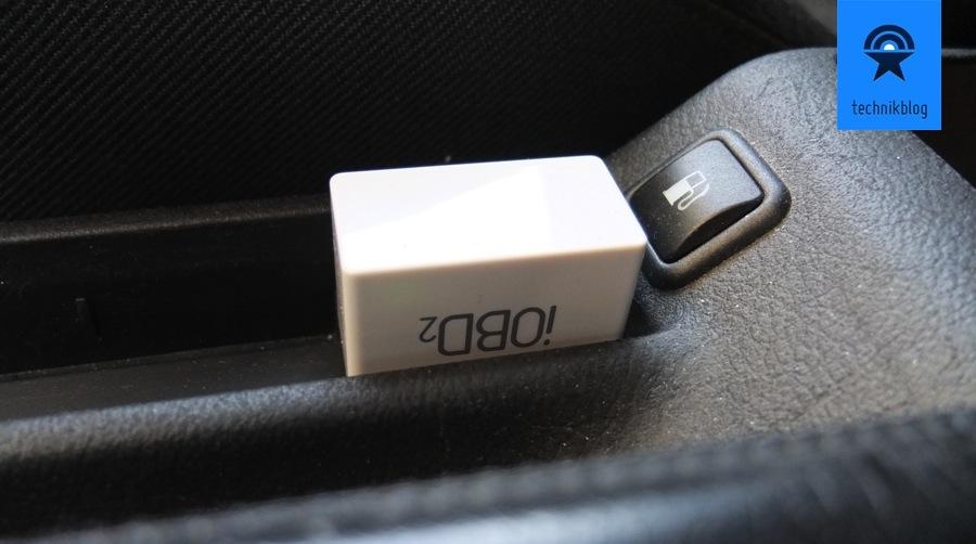 Der iOBD2 Dongle steckt im OBD-Anschluss meines VW Passat