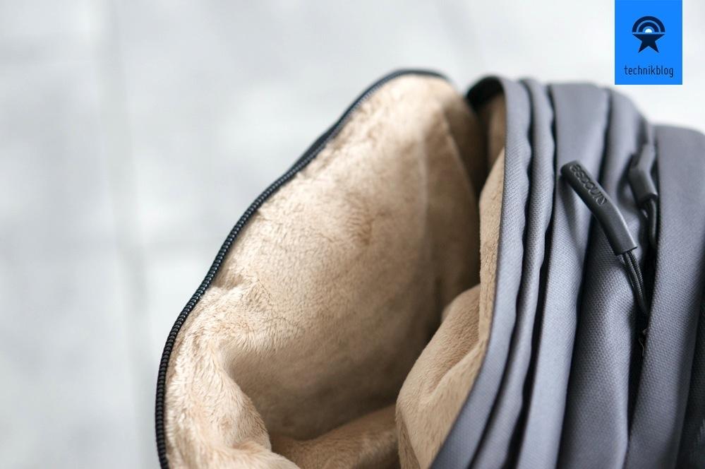 Sonnenbrille sicher verstauen im City Backpack von Incase
