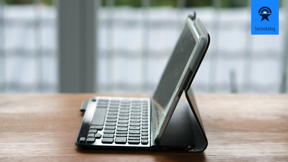 Arbeitsstation mit dem iPad Mini und dem Keyboard Folio