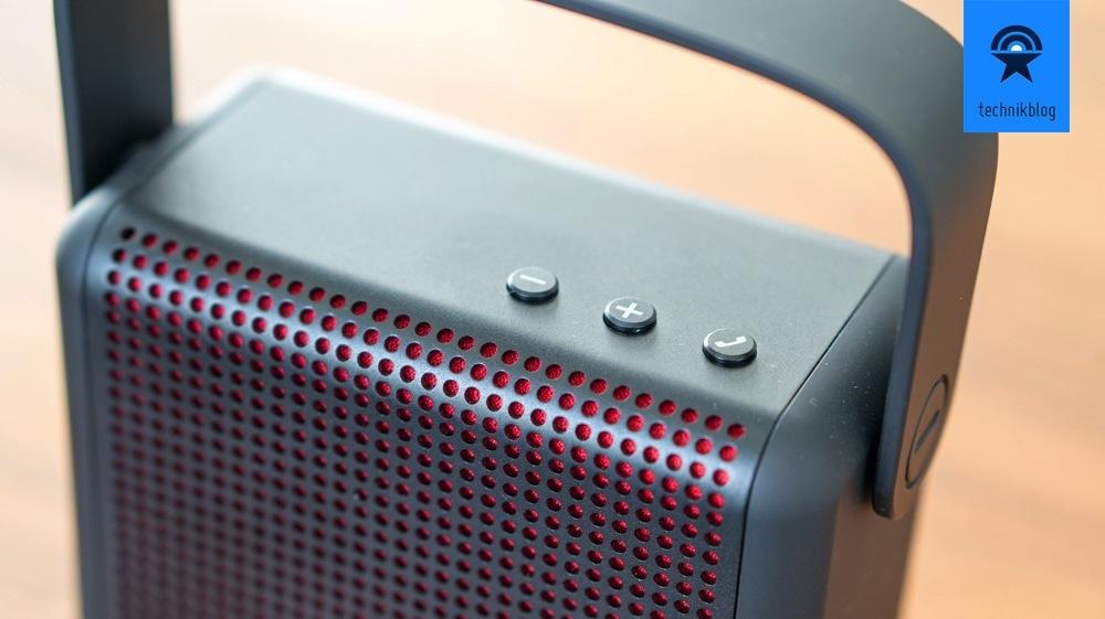 Der Boomax lässt sich über drei Taster an der Oberseite bedienen