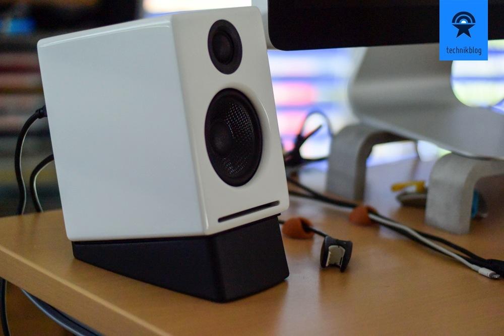 Audioengine A2+ und die passenden Ständer für einen guten Wiedergabewinkel