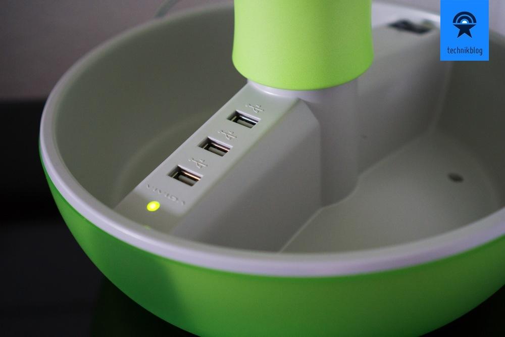 Drei USB-Ports laden deine Gadgets an der Joyo Lampe