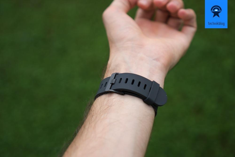 Die LG G Watch lässt sich angenehm tragen, trotz wenig ergonimisch geformtem Gehäuse.
