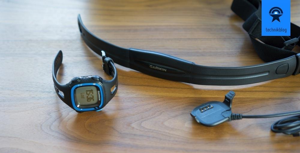 Garmin Forerunner 15 Lieferumfang: Uhr, Pulsgurt und Dock für Sync und Laden.