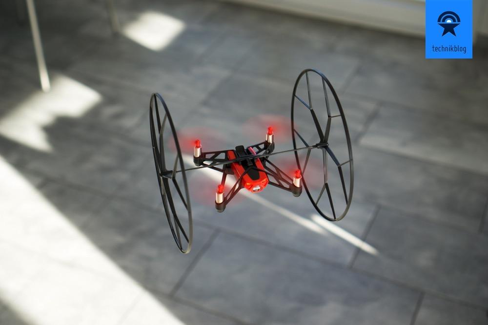Erste Flüge mit der Parrot MiniDrone Rolling Spider empfehlen sich mit den Schutz-Rollen zu machen.