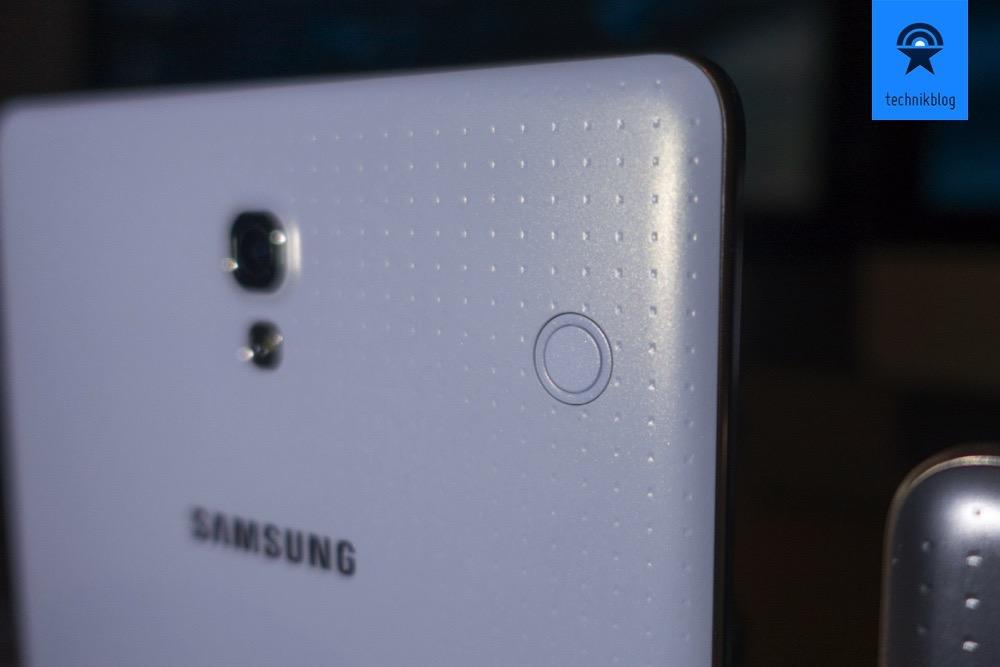 """Samsung Galaxy Tab S: Diese """"Knöpfe"""" dienen zum Anschliessen von Zubehör."""