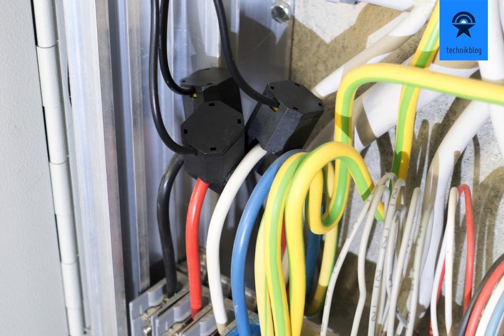 Smappee Stromklemmen an Drei-Phasen-Anschluss in Sicherungskasten montiert.
