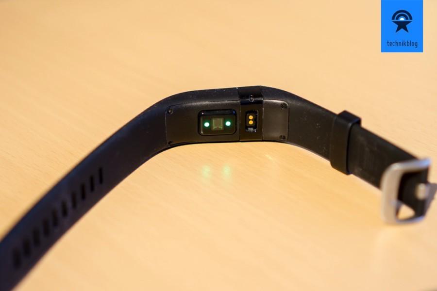 Fitbit Charge HR - LEDs an der Unterseite messen ständig den Puls