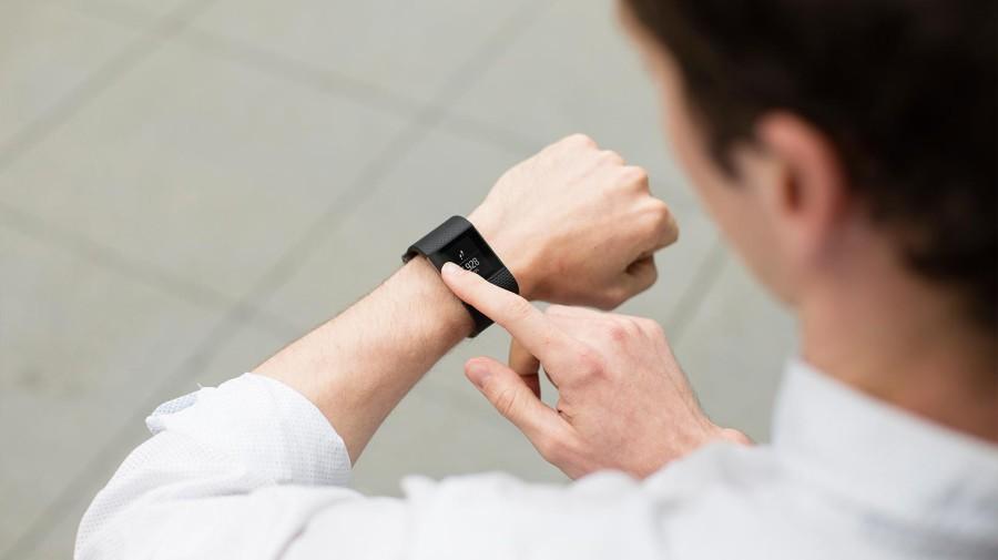 Fitbit Surge erst ab April 2015