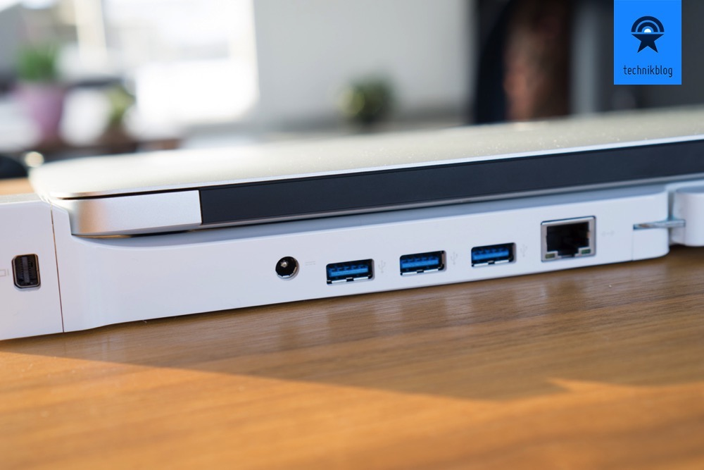 Die Dock 2.0 Pro erweitert die Anschlüsse des MacBook Air - auch Ethernet ist vorhanden.