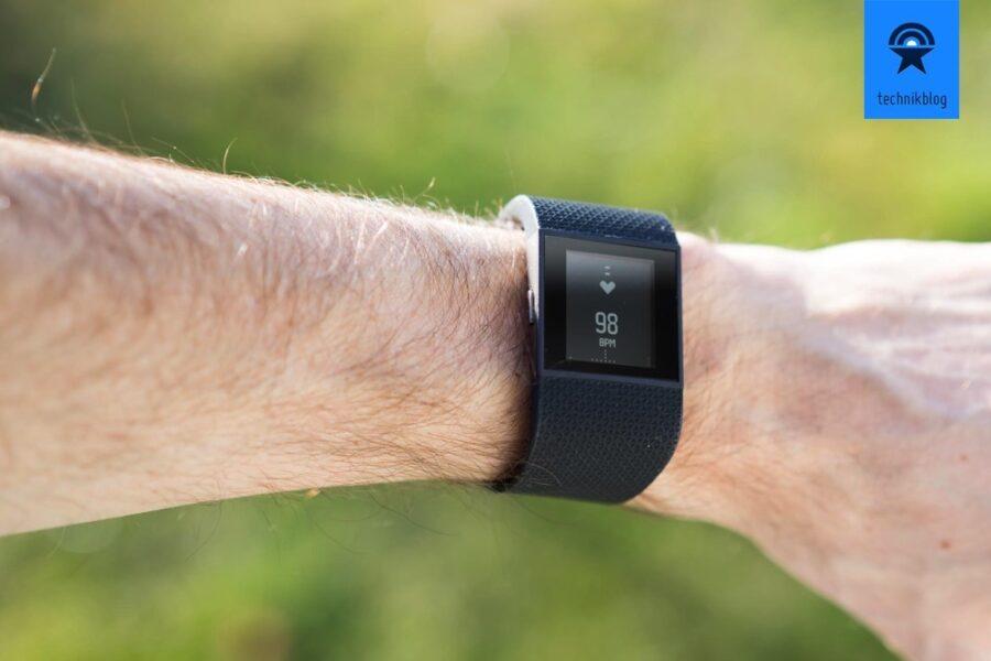Fitbit Surge misst die Herzfrequenz den ganzen Tag über
