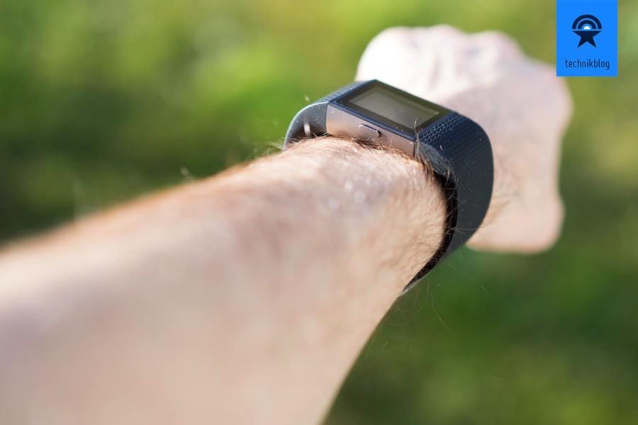 Angenehm zu tragen: Fitbit Surge