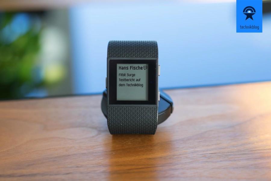 Fitbit Surge kann auch Nachrichten anzeigen