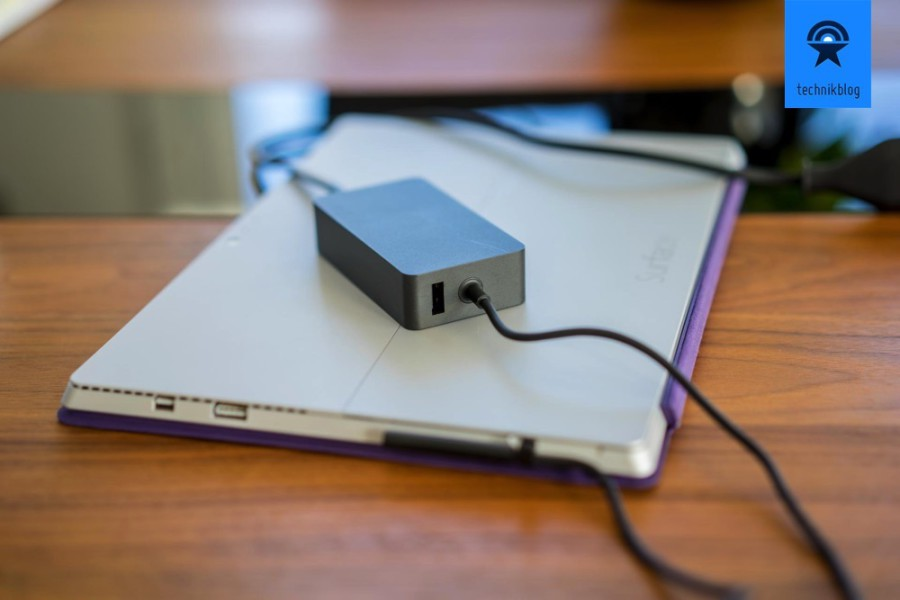 Lade-Adapter des Surface mit integrierter USB-Ladebuchse