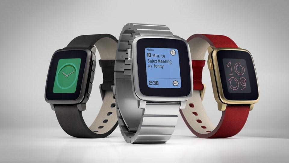 Verschiedene Varianten der Pebble Time Steel.