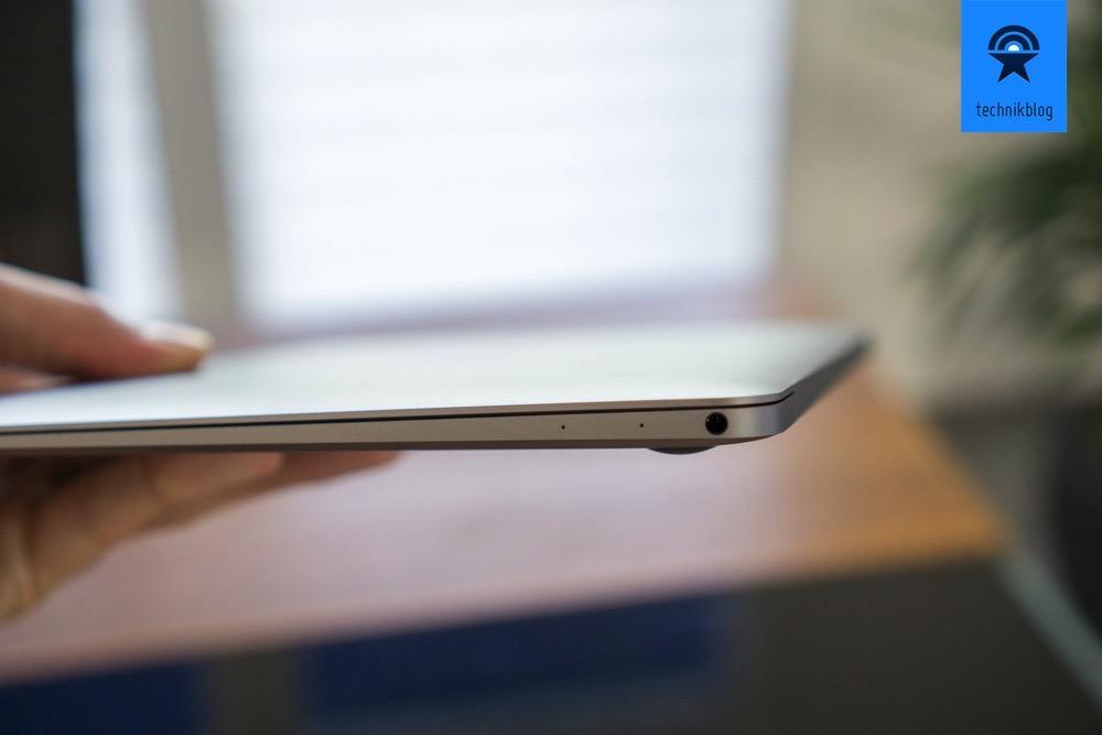 Nur noch ein Klinkenstecker ziert die rechte Seite des MacBook.