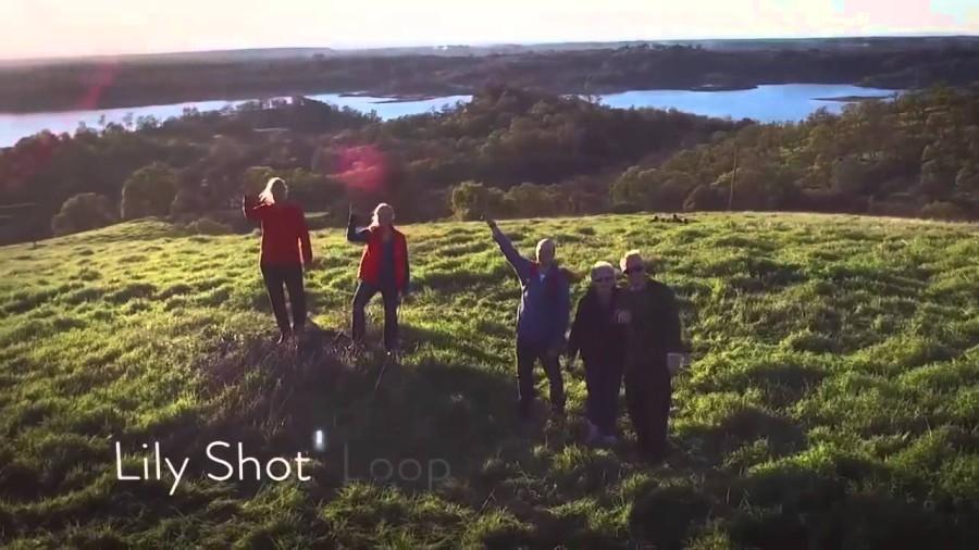 Gruppenfoto mit der Lily Camera auf einem Hügel - erlaubt