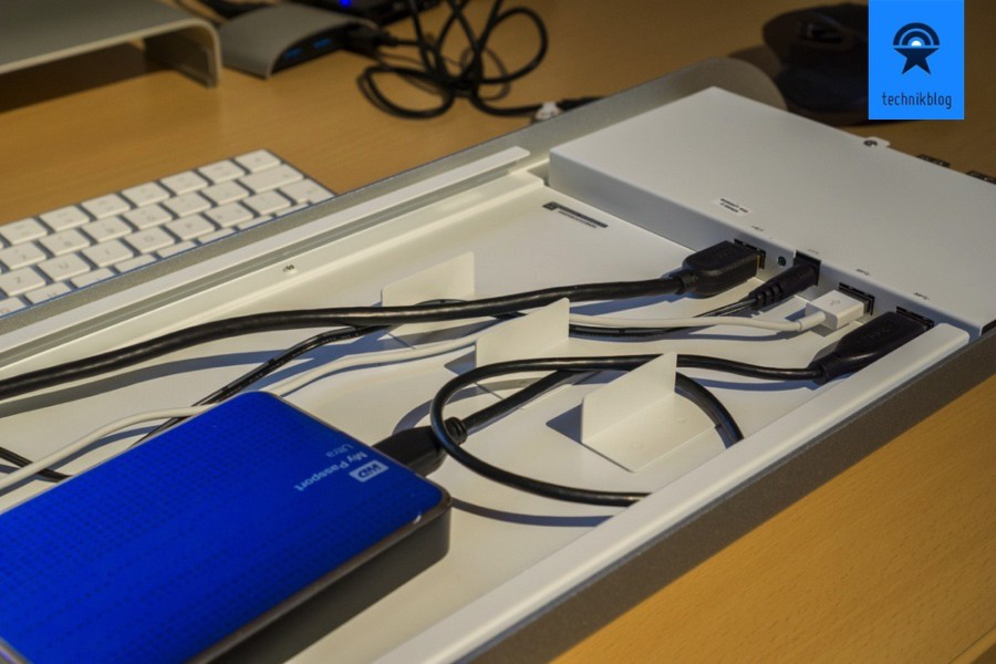 Festplatten direkt im Monitorständer