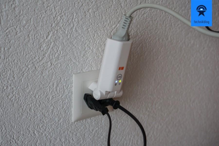 Praktisch: Der Max Hauri clip-clap switch braucht nur einen Steckplatz an einer Dreifach-Steckdose in der Schweiz