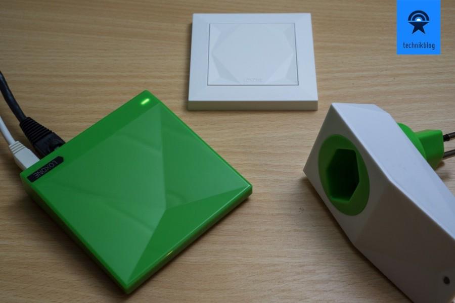 Ein Teil meiner Loxone Hardware: MiniServer Go, Touch Air Taster und Smart Socket Air